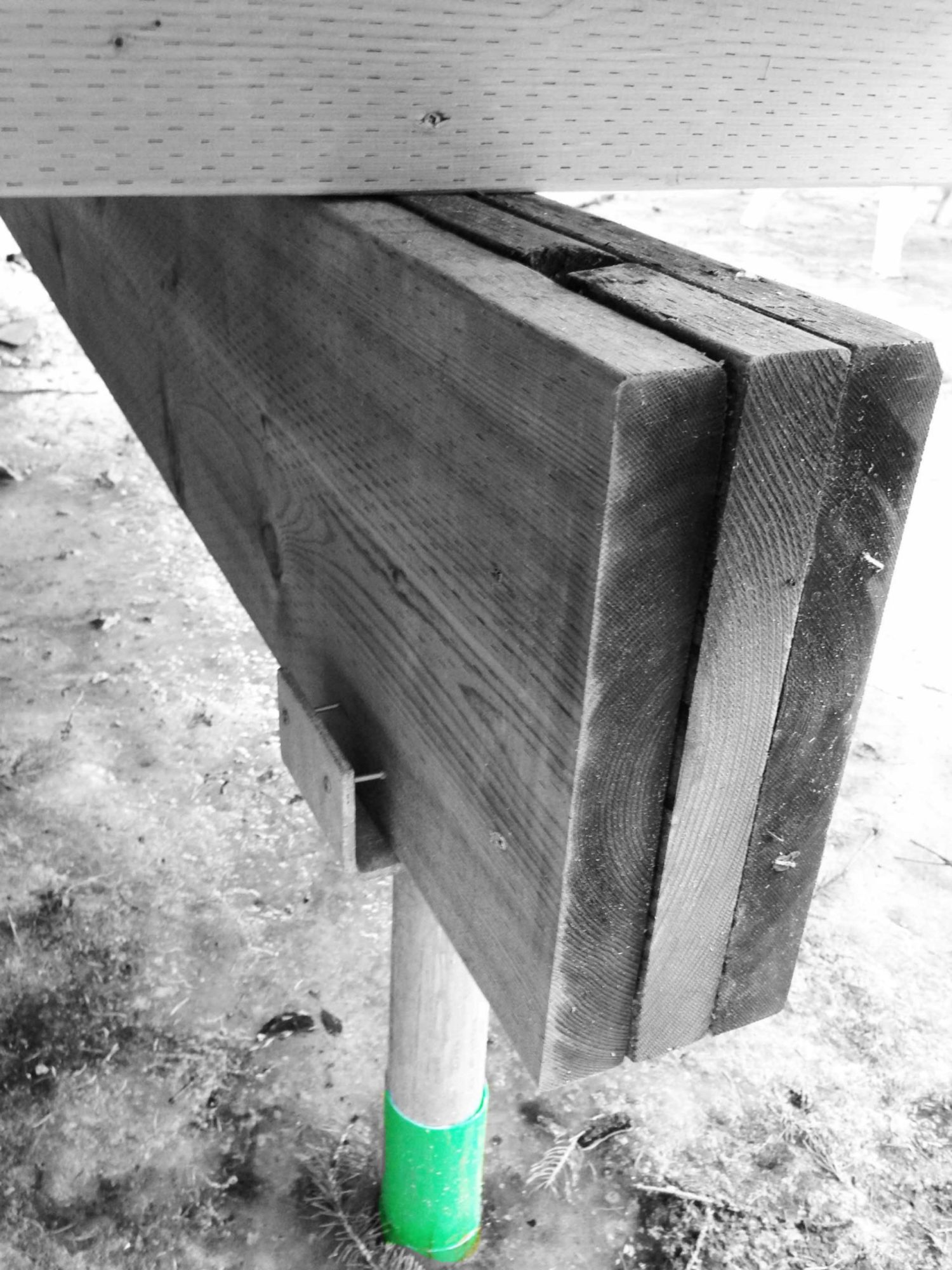 Post and beam bearing detail installed using Techno Metal Posts.